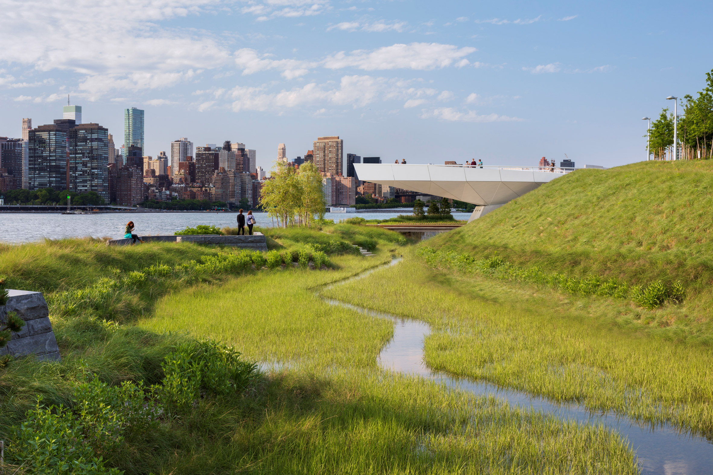 Former industrial site in Queens transformed into Hunter's Point South Park