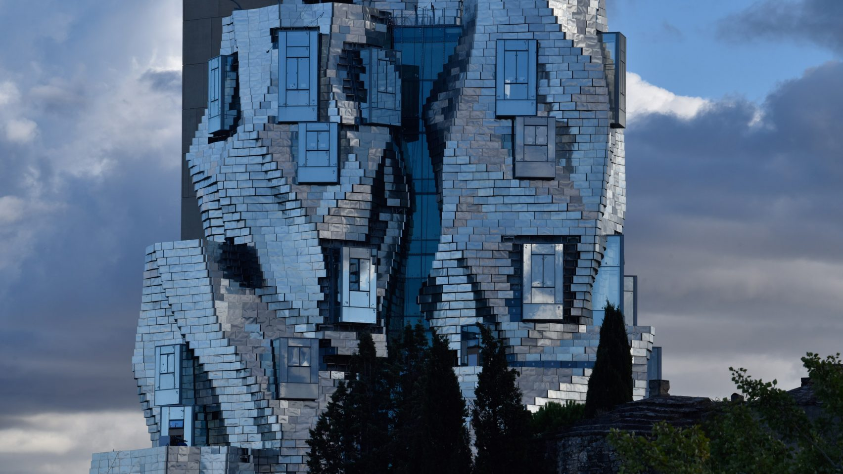 Кручёная башня от Фрэнка Гери