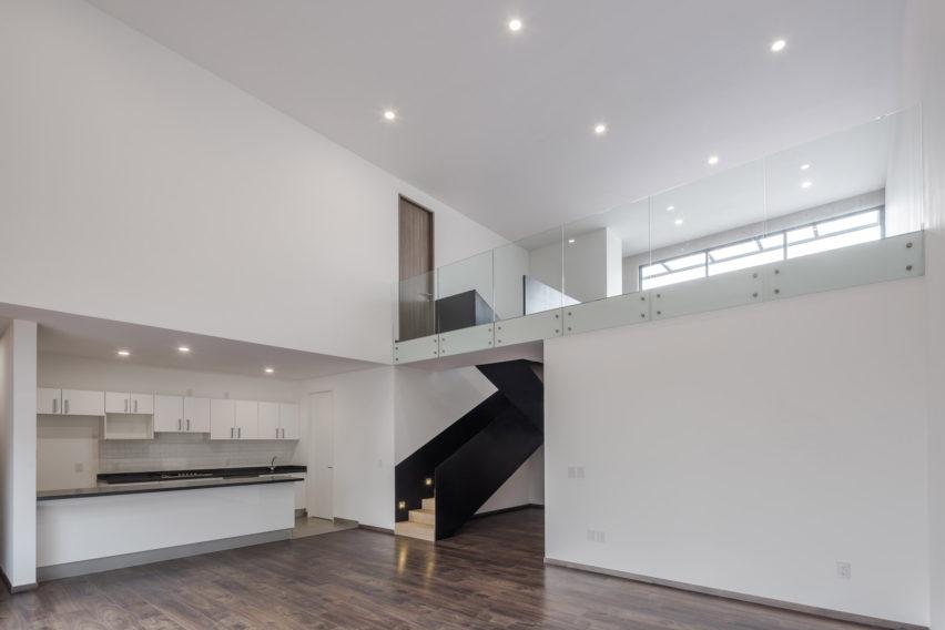 MX581 Mexico City housing by HGR Arquitectos