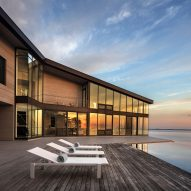 Marvel Architects completes cedar-clad retreat on Long Island's Peconic Bay