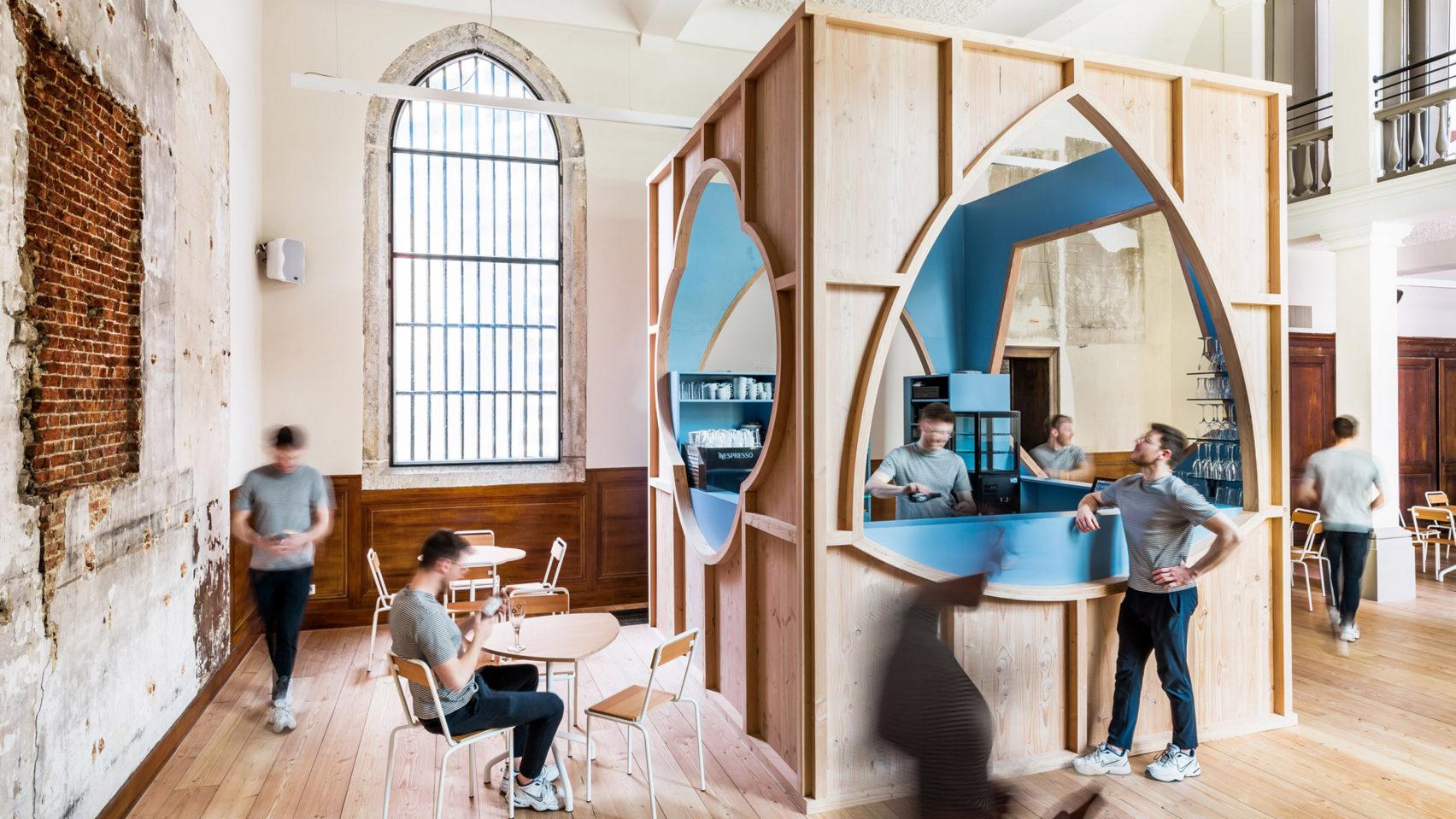 Кафе из кафедральной часовни в Бельгии