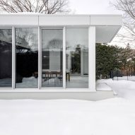 Appareil Architecture adds white dining annex to Waterloo Residence in Montreal