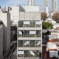Metal mesh covers garden tower in Buenos Aires by Adamo-Faiden
