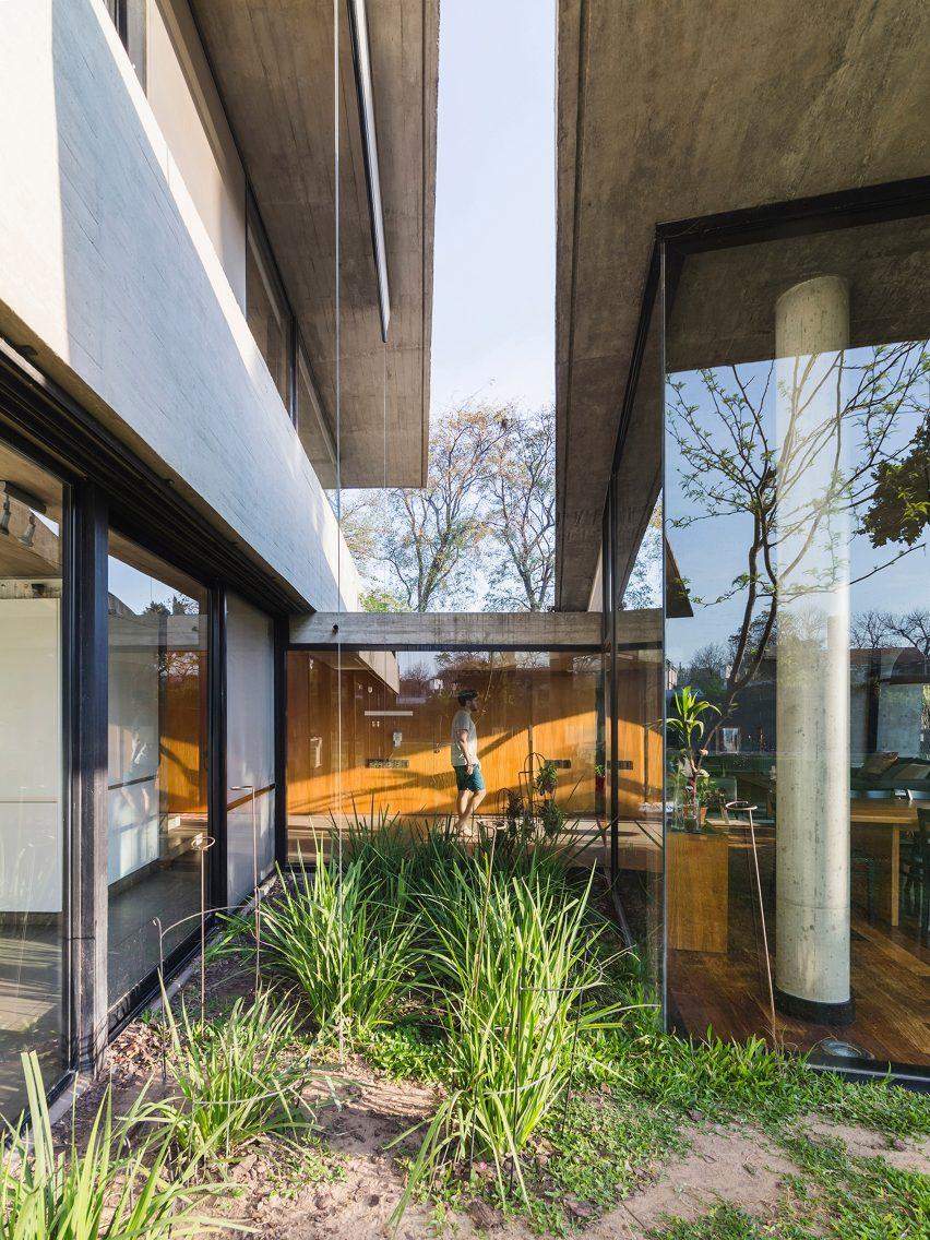 House CA by Pablo Gagliardo