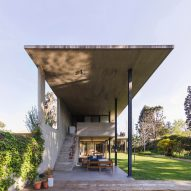 Pablo Gagliardo builds long concrete Casa CA in Argentina