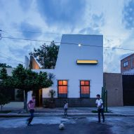 "White yoga studio ""delicately shelters"" Jorge Ramírez's weathered Ceiba House in Mexico"
