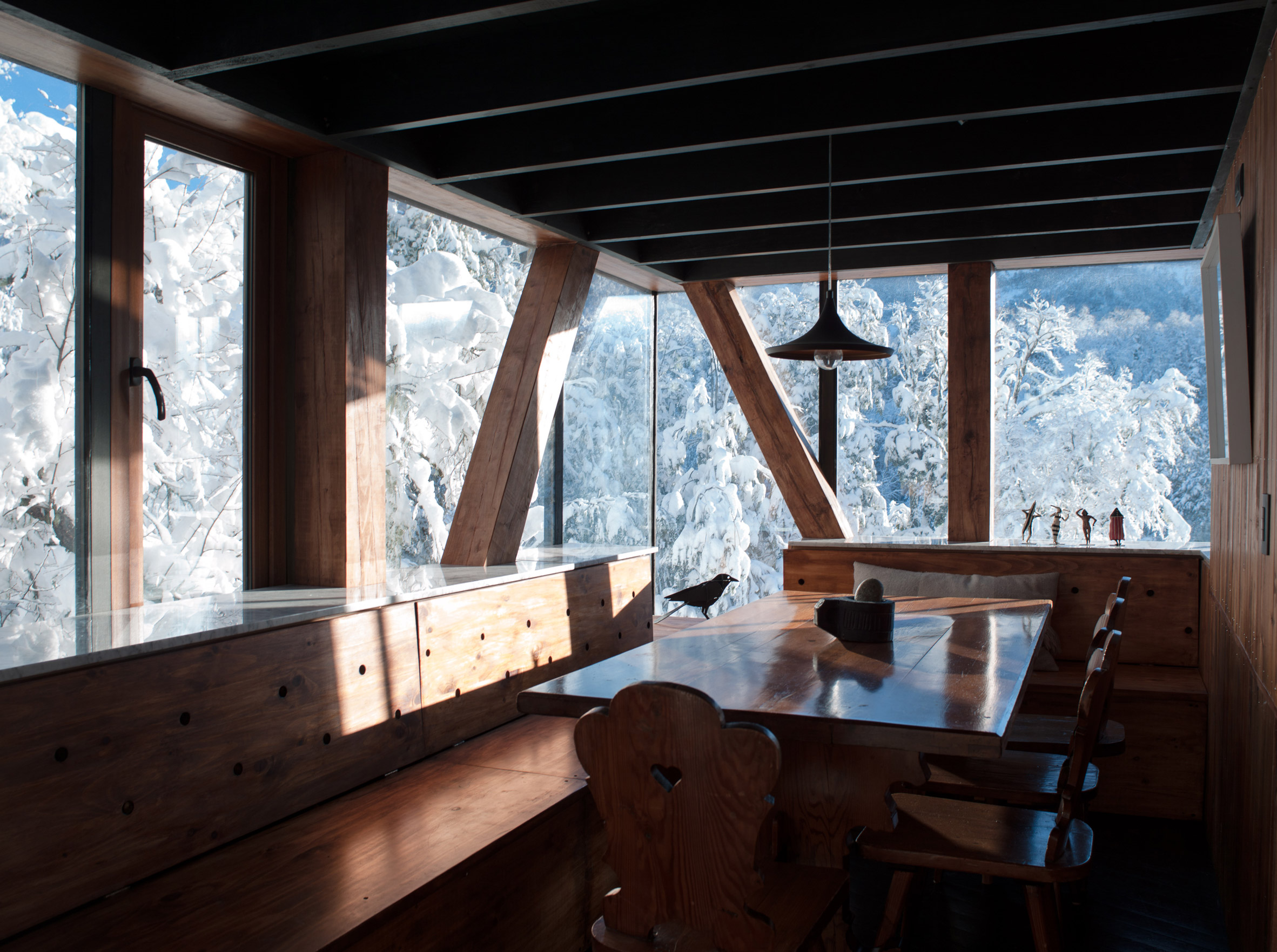 La Dacha Mountain Refuge by DRAA