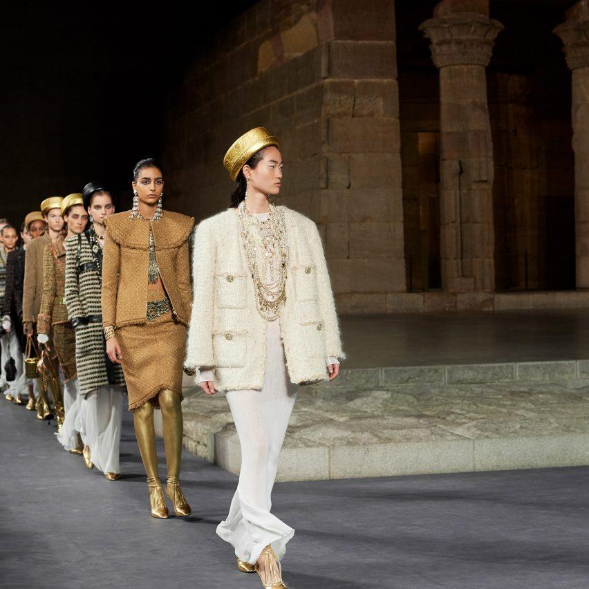 12 of Karl Lagerfeld's most impressive fashion shows