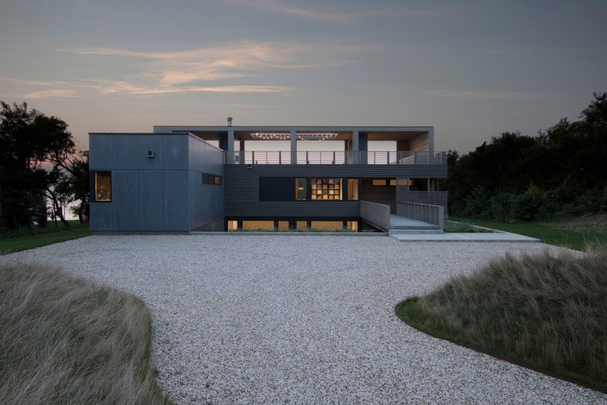 North Fork Bluff House by Resolution 4 Architecture
