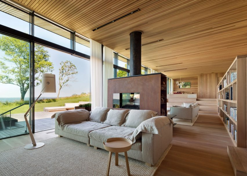 Peconic House by Mapos