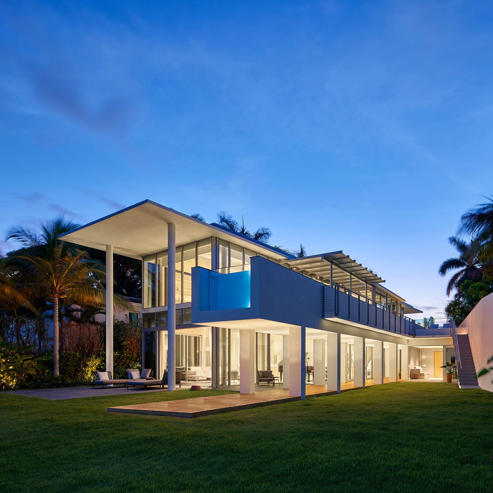 Observar Minero Editor  Bohlin Cywinski Jackson designs modernist white house in Miami Beach