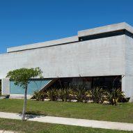 Casa BLQ by Luciano Kruk Arquitectos