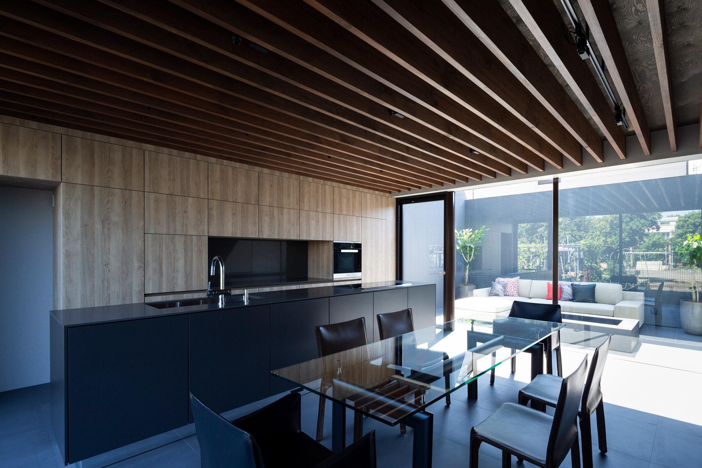 Cover House by Apollo Associates