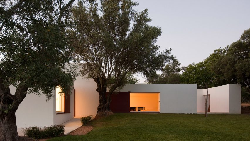 Urlaub Architektur's Holiday Architecture book roundup: Casa Agostos by Pedro Domingos