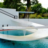 "Berthold Lubetkin's empty Penguin Pool should be blown ""to smithereens"" says daughter"