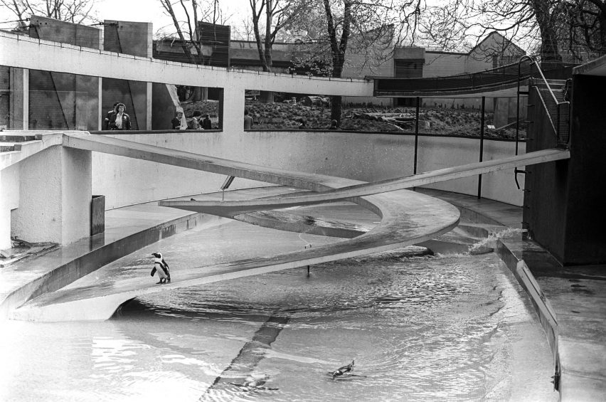 Lubetkin's Penguin Pool, photo by gillfoto