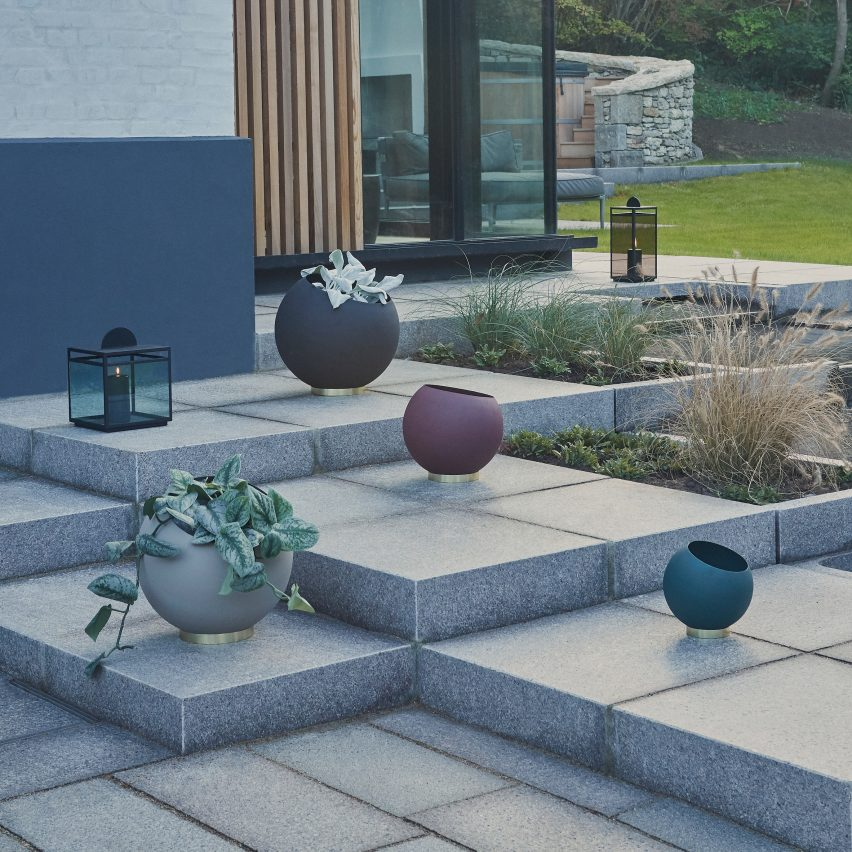 Outdoor furniture: Globe Planters by AYTM