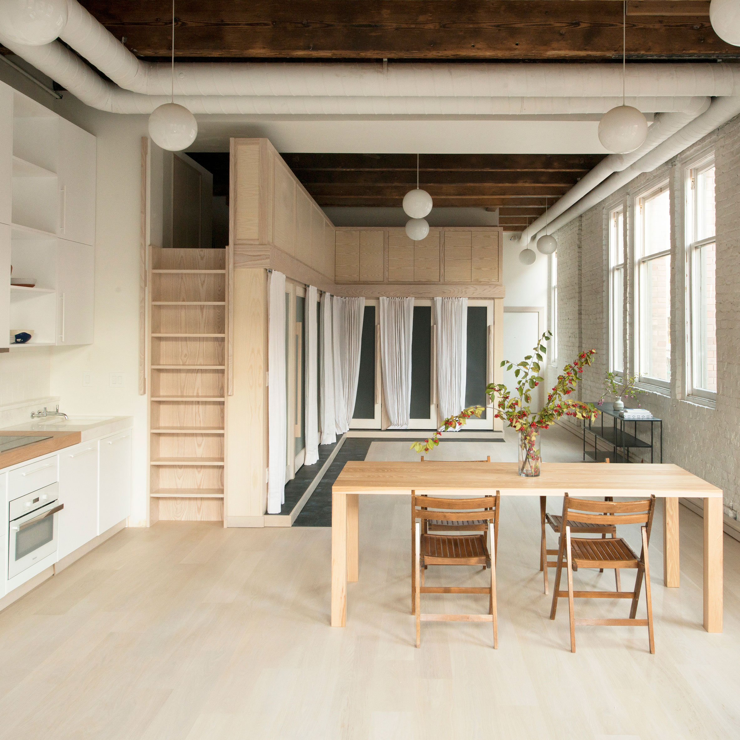 Wooden Boxes House Bathroom Facilities At Pioneer Square Loft In Seattle