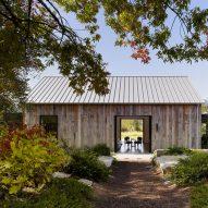 Walker Warner uses salvaged oak for Portola Valley Barn in California