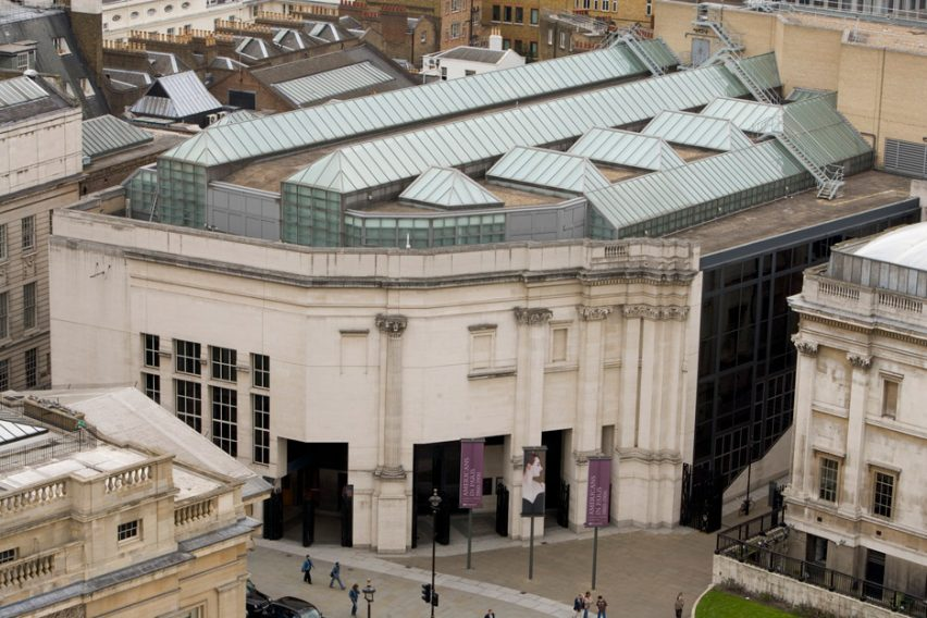 Venturi Scott Brown's postmodern Sainsbury Wing at National Gallery in London wins AIA 25 Year Award