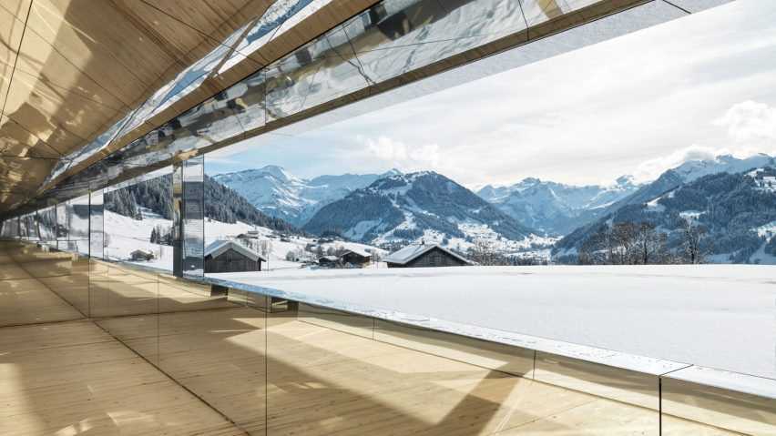 Doug Aitken's mirrored house in Gstaad