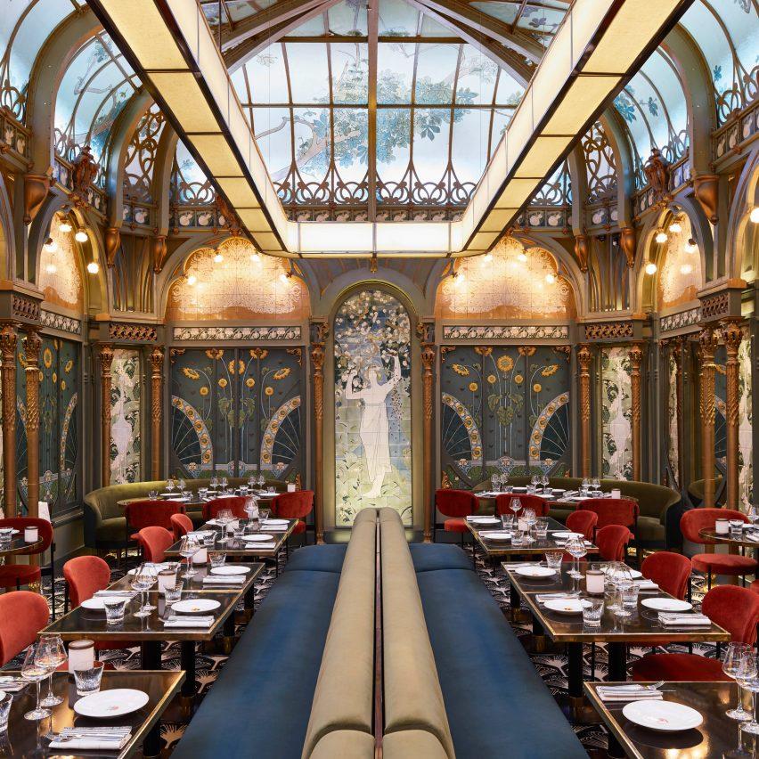 Beefbar steakhouse in Paris occupies an art-nouveau atrium