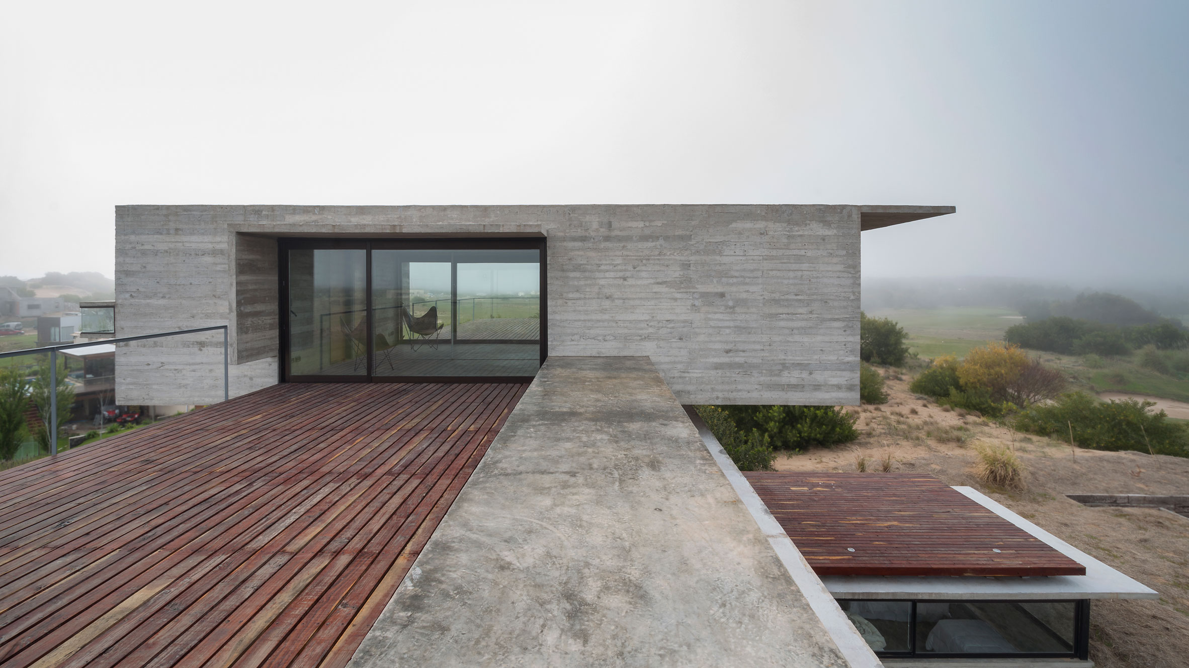 Casa Golf concrete house by Luciano Kruk