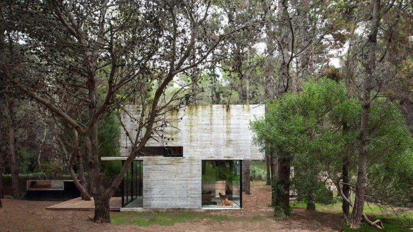 Casa H3 concrete house by Luciano Kruk