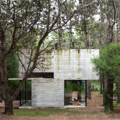 Casa H3 concrete house by Luciano Kruk