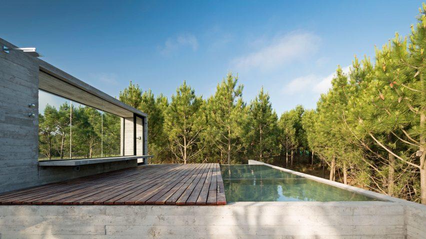 Casa L4 concrete house by Luciano Kruk