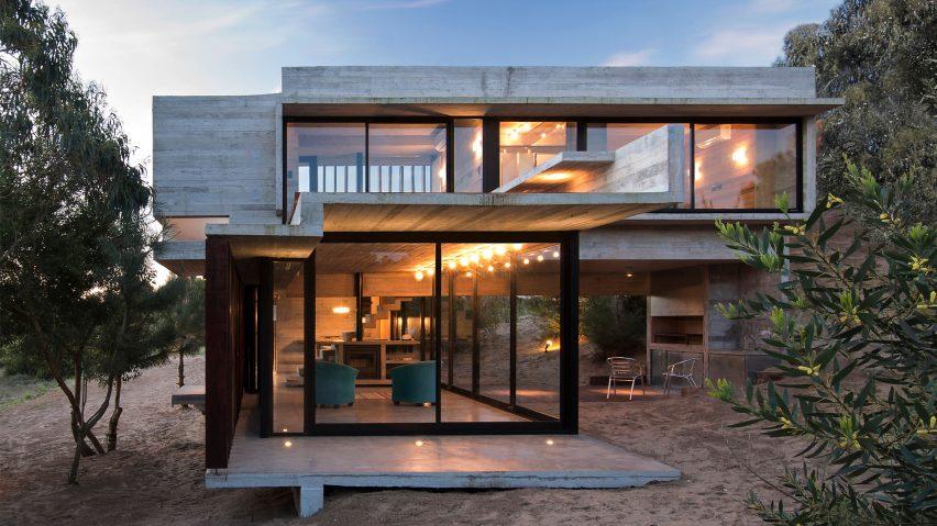 Casa MR concrete house by Luciano Kruk