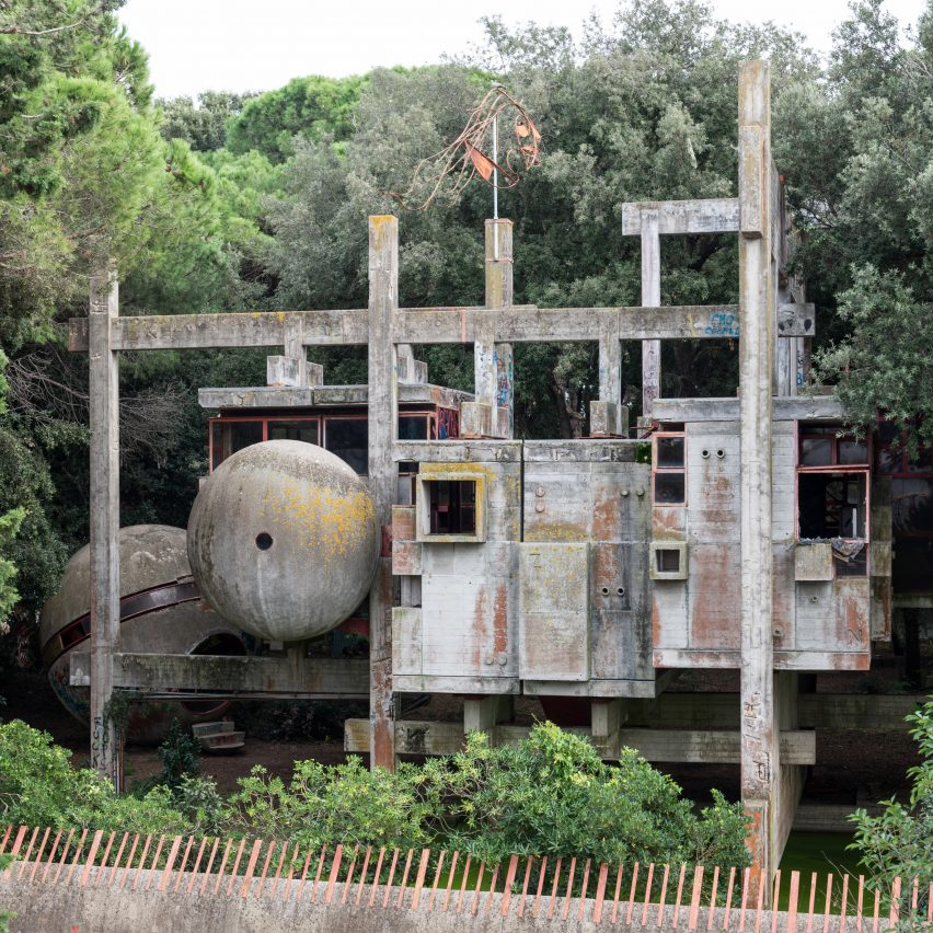 Photos and scans reveal abandoned ruins of Casa Sperimentale