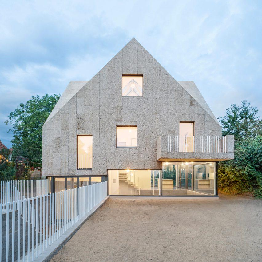 Cork Screw House by Rundzwei Architekten