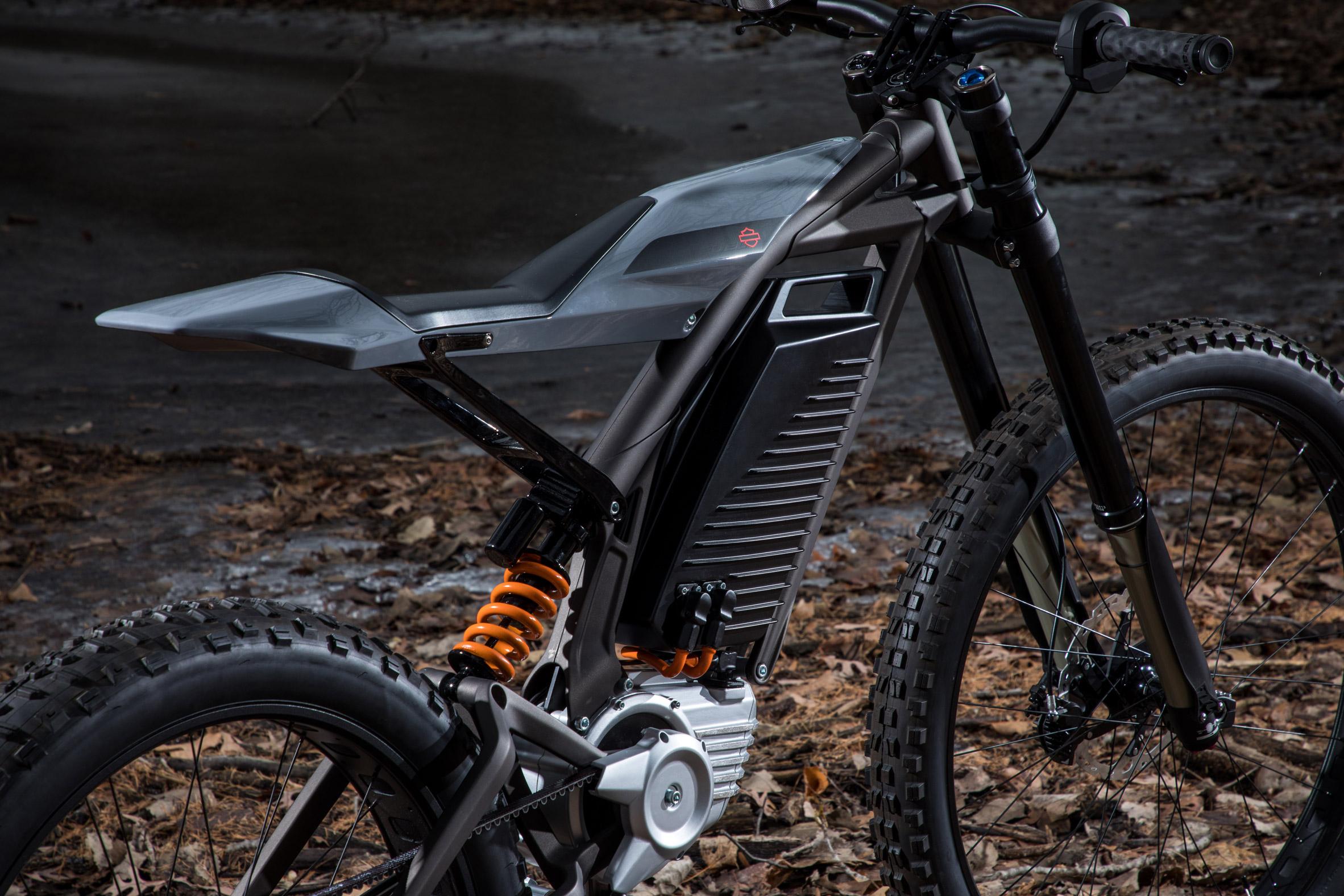 Revendez votre moto : Harley-Davidson dévoile un scooter et un vélo électriques ! (+vidéo sur Bidfoly.com) Par Robin Ecoeur  Harley-davidson-electric-scooter-concepts-design_dezeen_2364_col_1