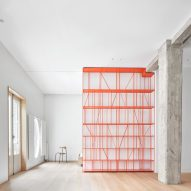 Lucas y Hernández Gil trades walls for sliding partitions inside Casa P82