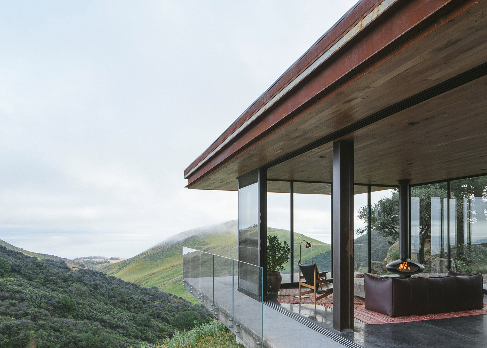 The Off-Grid Guest House by Anacapa Architecture