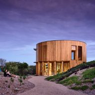 St Andrews Beach House by Austin Maynard Architects