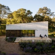 "PPAA Arquitectos completes ""isolated"" Aculco retreat for two brothers in Mexico"