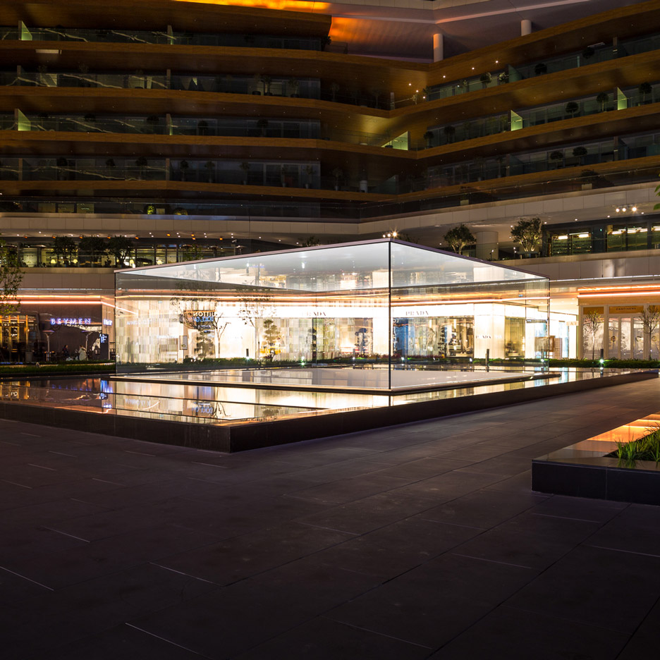 Foster + Partners Apple stores: Apple Zorlu Centre by Foster + Partners
