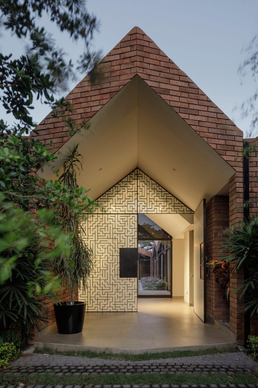 Casa El Cortijo by Felipe Assadi Arquitectos