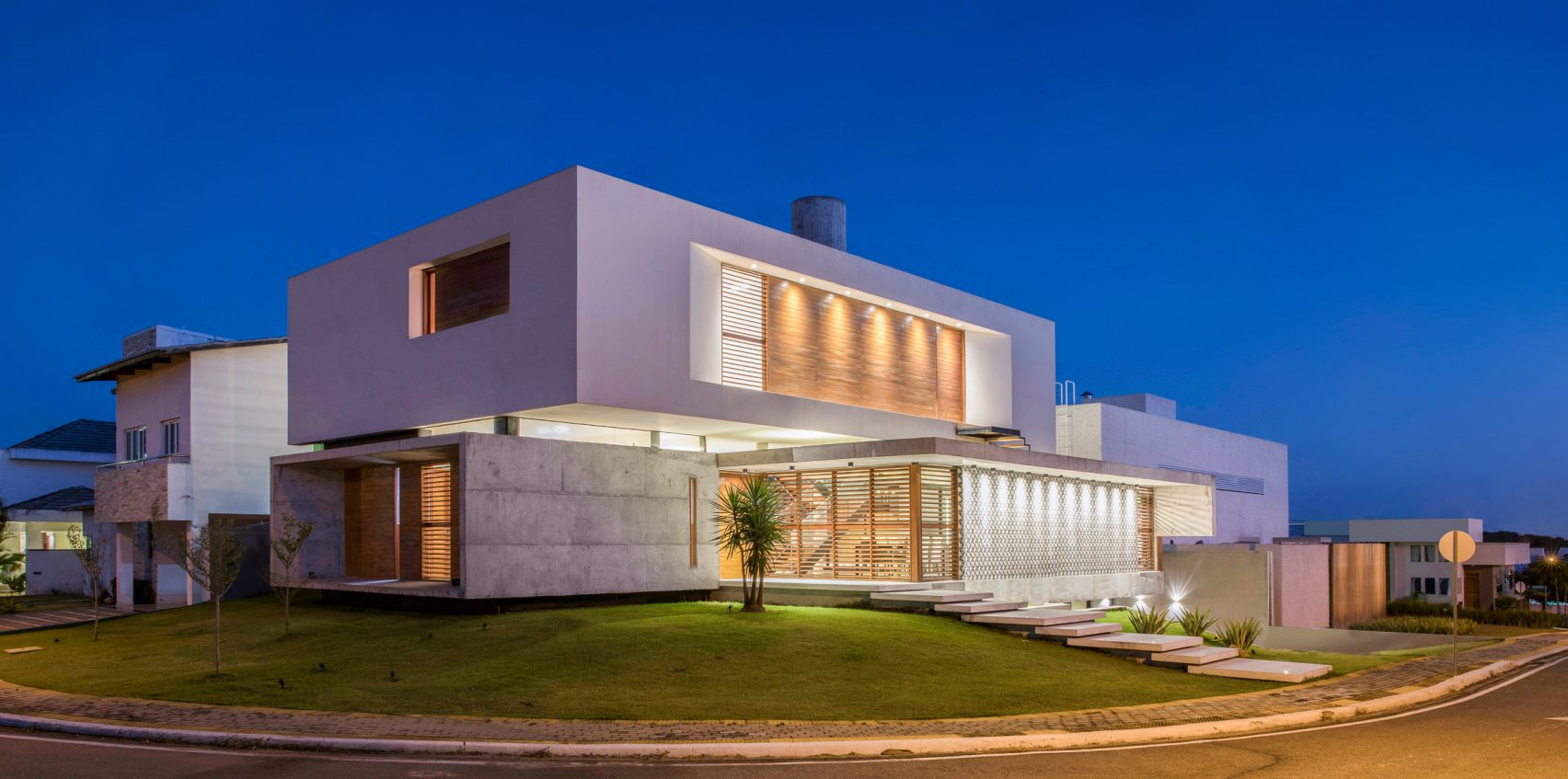 Casa IF by Martins Lucena Architects