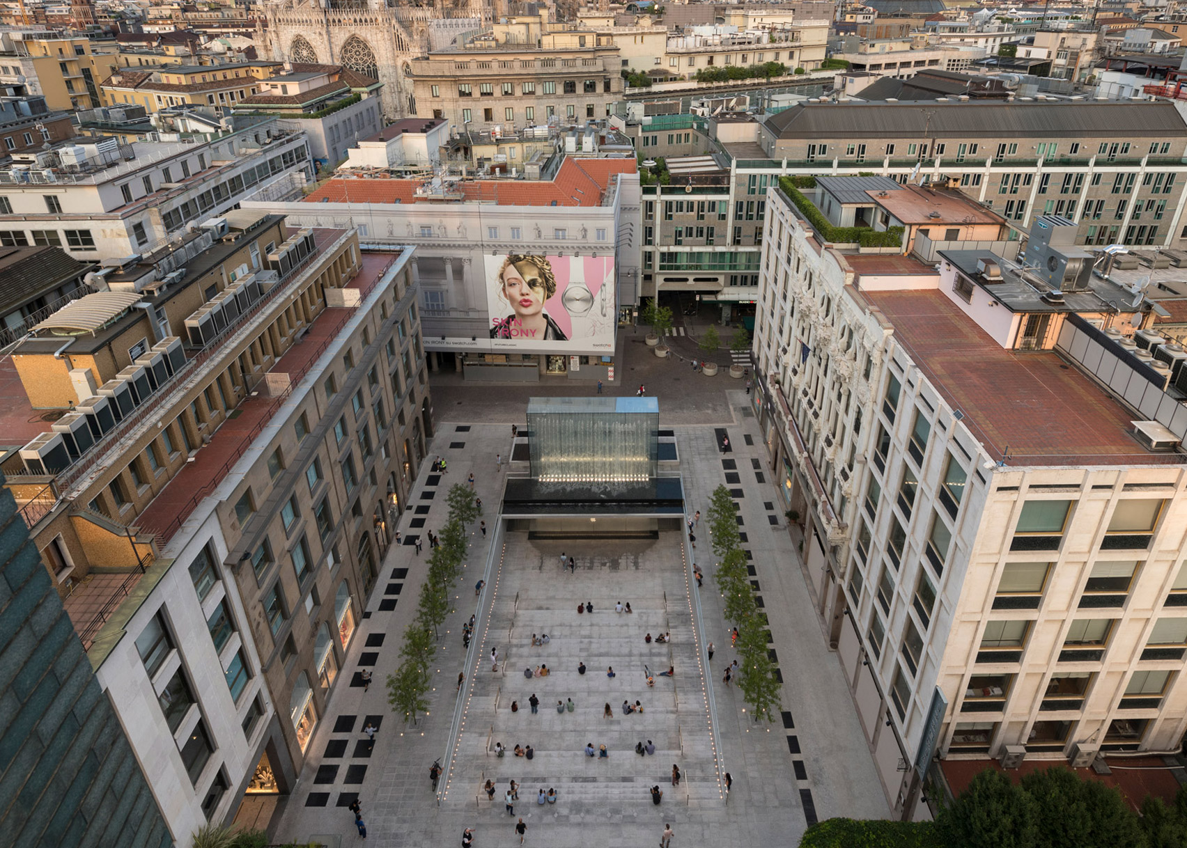 Apple Piazza Liberty by Foster + Partners