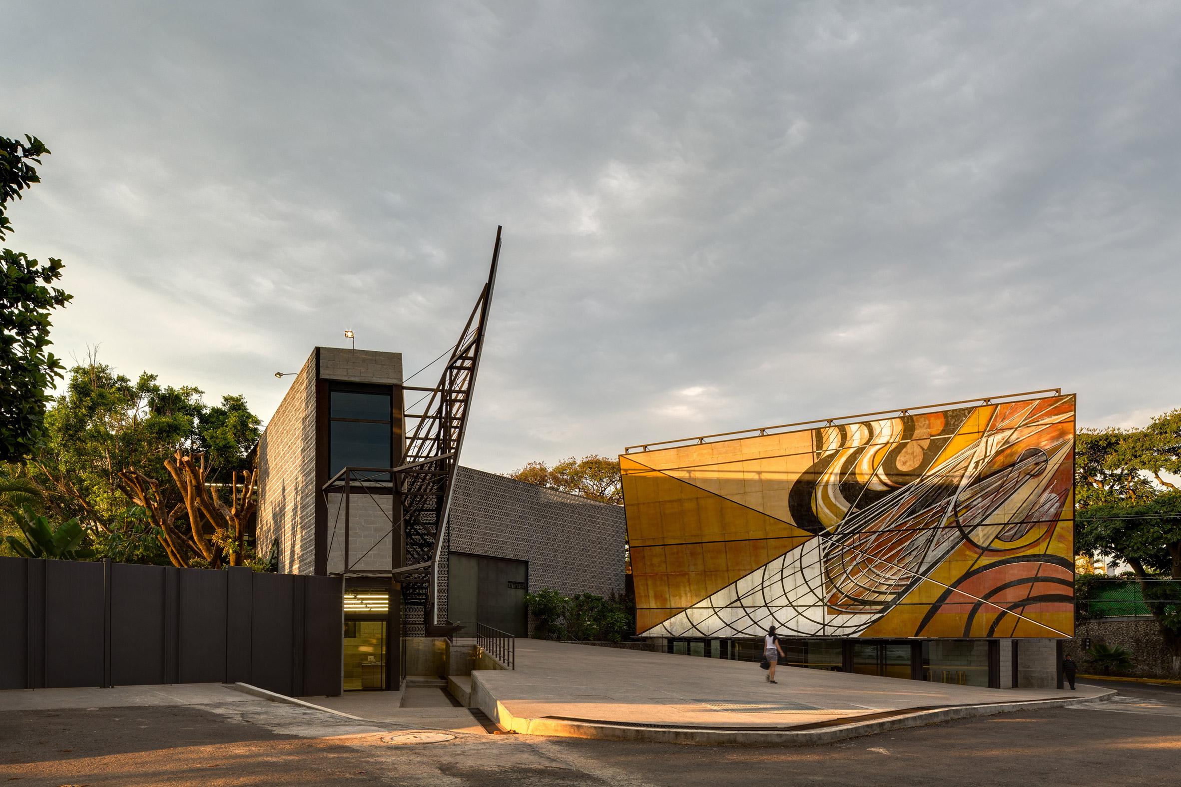 La Tallera gallery by Frida Escobedo