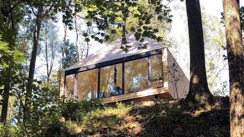 The Hut by Midland Architecture operates off-the-grid in Ohio