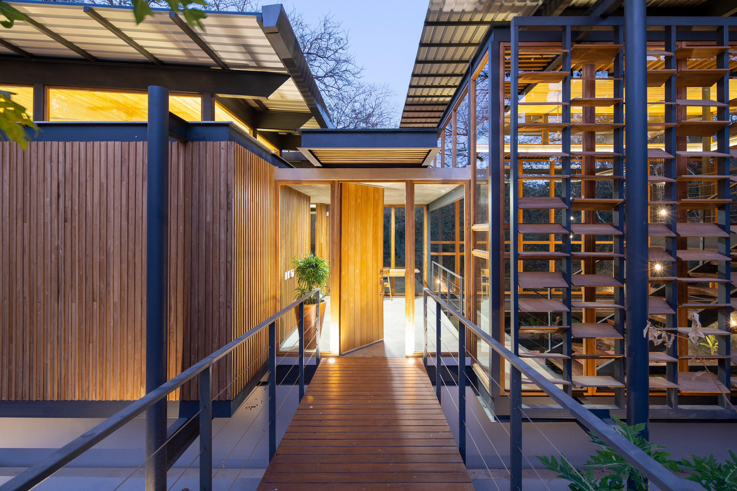 Jungle Frame House by Studio Saxe