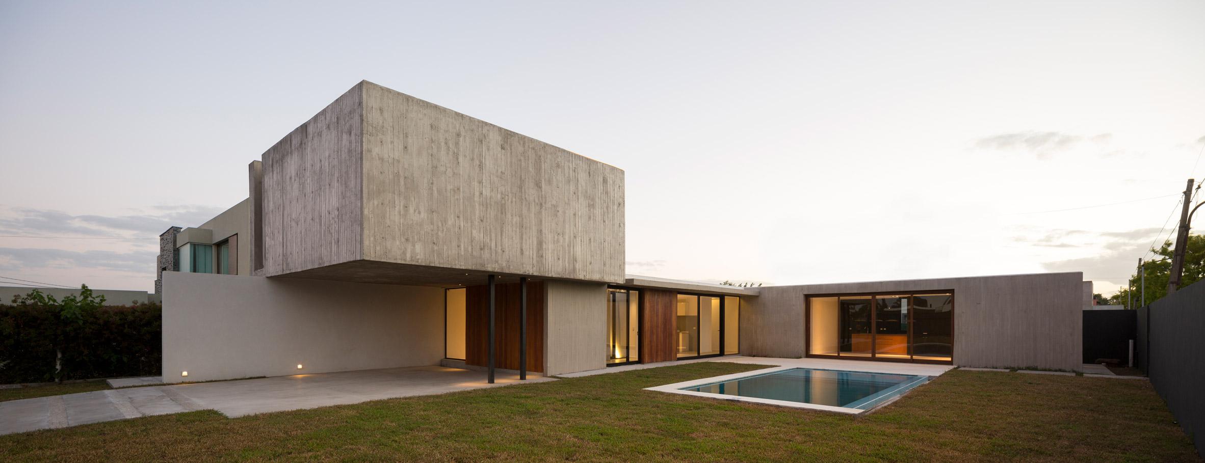 Rex House by Felipe Gonzalez Arzac