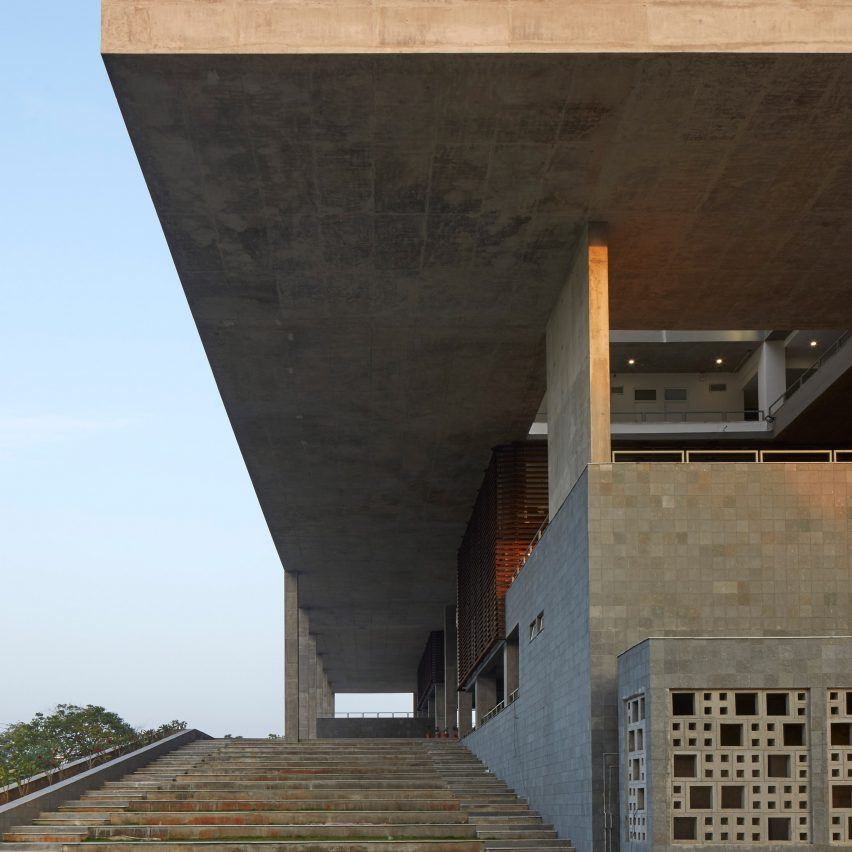 Mobile Offices designs brutalist concrete architecture school in India