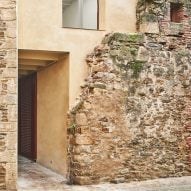 Arquitectura-G builds modern house behind crumbling old stone walls