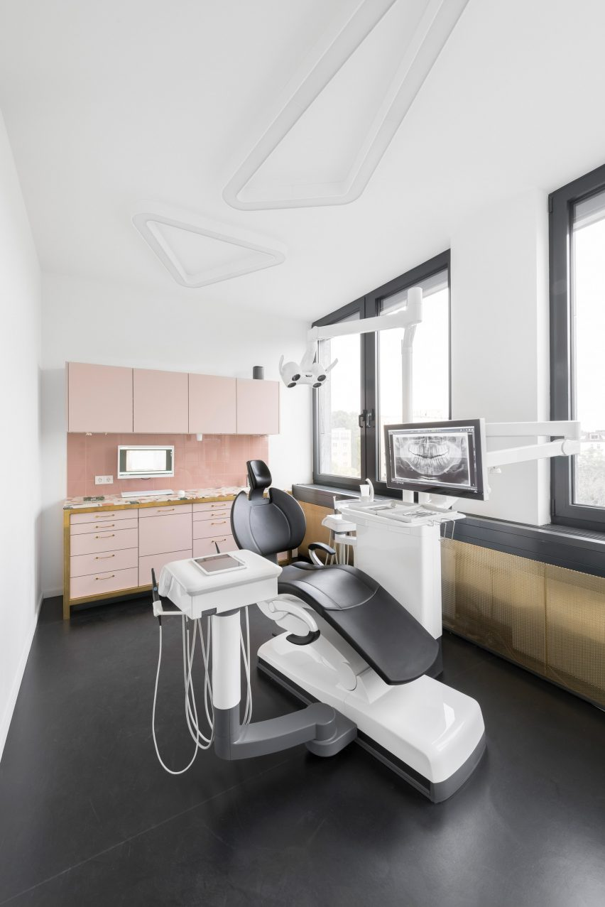 Interiors of The Urban Dentist by Studio Karhard