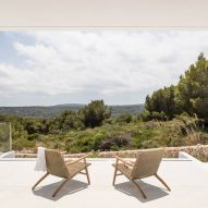 Villa Catwalk by Nomo Studio in Menorca